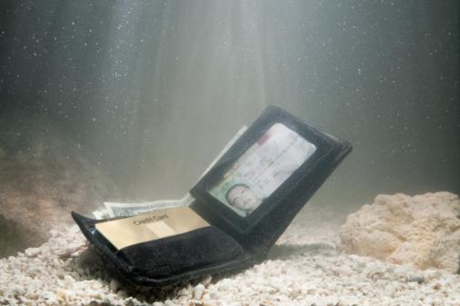 Lost「Wallet under water」:スマホ壁紙(2)