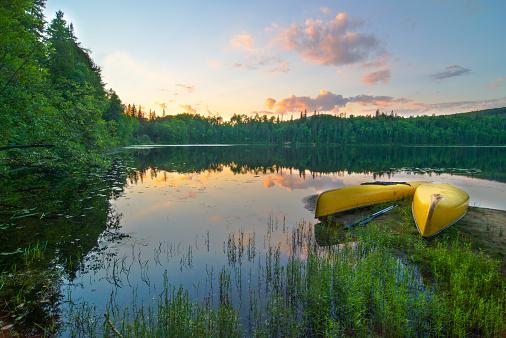 Ontario - Canada「Canoes on the lake」:スマホ壁紙(1)