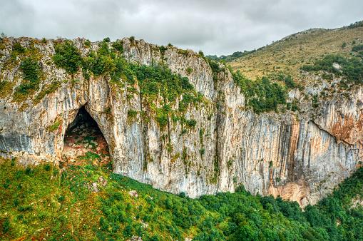 Bulgaria「Cliffs near Vratsa, Bulgaria」:スマホ壁紙(18)