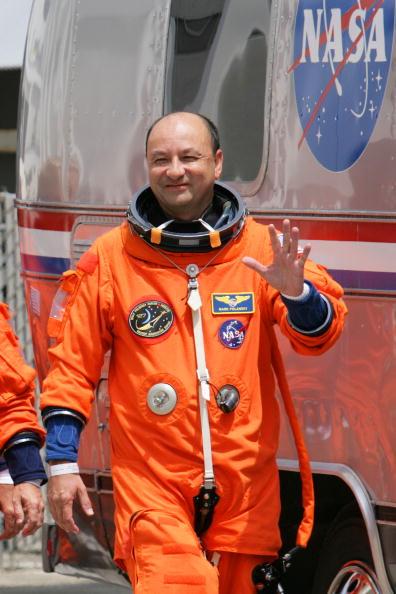 Space Shuttle Endeavor「NASA Prepares For Launch Of Space Shuttle Endeavour」:写真・画像(18)[壁紙.com]