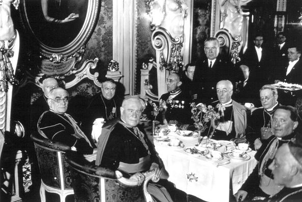 Dining Room「Eucharistic Congress」:写真・画像(7)[壁紙.com]