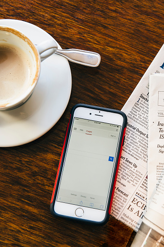 Portability「Cell phone, newspaper and coffee cup in cafe」:スマホ壁紙(12)