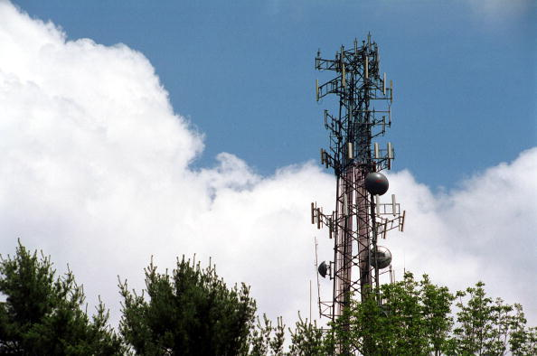 Wireless Technology「Cell Phone Tower Wars」:写真・画像(6)[壁紙.com]
