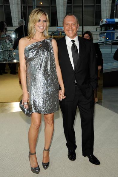 Mini Dress「2009 CFDA Fashion Awards - Inside」:写真・画像(5)[壁紙.com]
