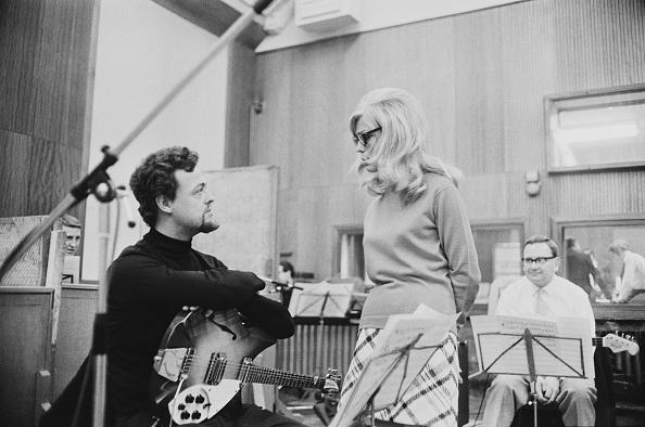 Three People「Nancy Sinatra」:写真・画像(18)[壁紙.com]