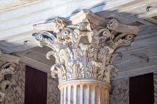 Roman「Column」:スマホ壁紙(12)