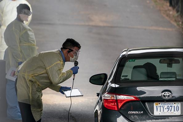 Arlington - Virginia「Drive Through Coronavirus Testing Site Opens In Arlington, VA」:写真・画像(14)[壁紙.com]