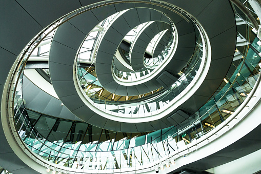 Metallic「Abstract modern architecture and winding staircase in London, UK」:スマホ壁紙(12)