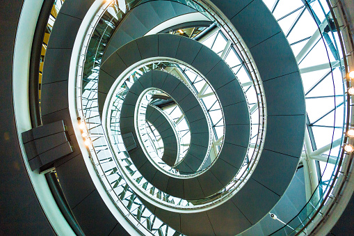 Architectural Feature「Abstract modern architecture and winding staircase in London, UK」:スマホ壁紙(10)