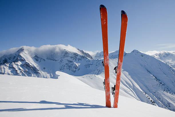 パノラマに広がるスキーツアー:スマホ壁紙(壁紙.com)