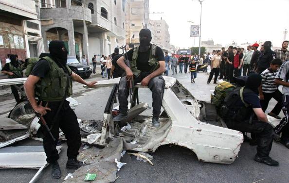 Gaza Strip「Deadly Clashes In Gaza Prompt Israel To Open Border」:写真・画像(16)[壁紙.com]
