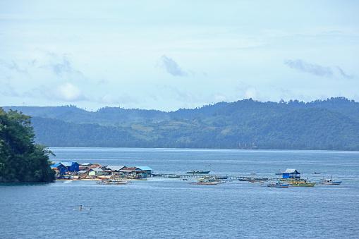 サイバー「Stilt-houses in sea within Jayapura harbour, Papua, Indonesia.」:スマホ壁紙(7)
