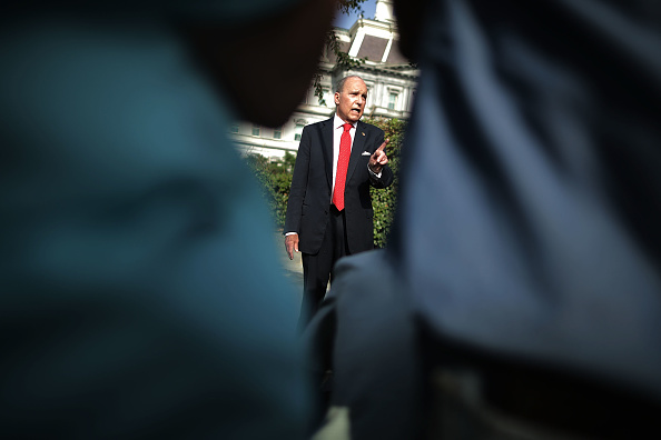 ビジネスと経済「White House Economic Adviser Larry Kudlow Speaks To The Press At The White House」:写真・画像(9)[壁紙.com]