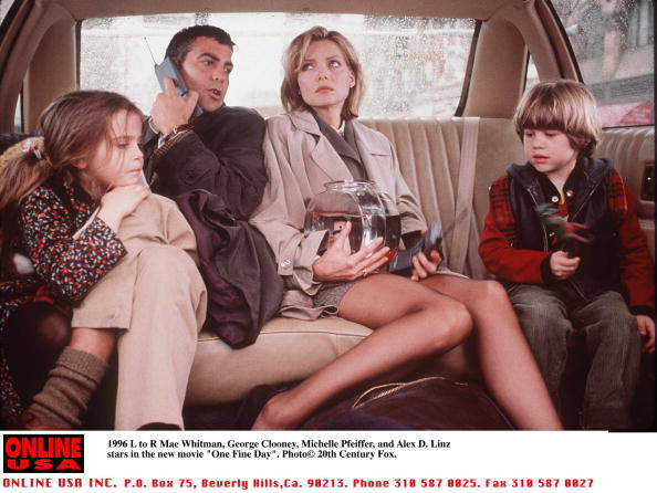 "Mae Whitman「1996 Mae Whitman, George Clooney, Alex D. Linz, and Michelle Pfeiffer stars in the new movie ""One Fi」:写真・画像(1)[壁紙.com]"
