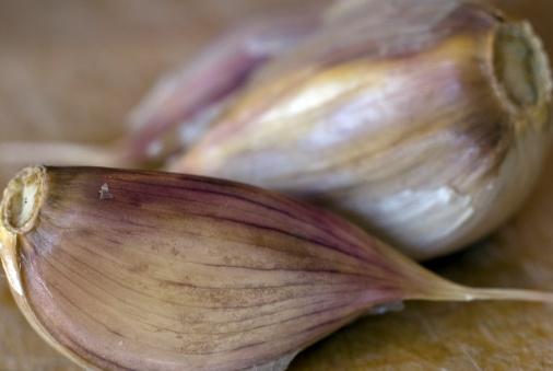 Garlic Clove「Two garlic cloves, close-up」:スマホ壁紙(5)