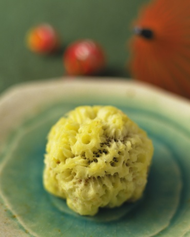 Wagashi「Wagashi, Japanese sweet on plate, small umbrella visible in background, high angle view, Differential Focus」:スマホ壁紙(14)