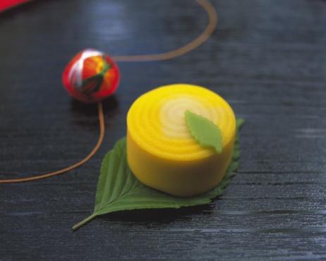 Wagashi「Wagashi, Japanese sweet on leaf, Differential Focus」:スマホ壁紙(3)