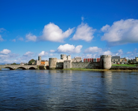 "Circa 13th Century「""King John's Castle on the River Shannon in Limerick, Ireland""」:スマホ壁紙(18)"