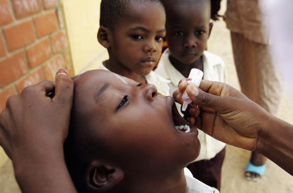 Crisis「Nigeria Battles Polio 50 Years After Discovery Of Vaccine」:写真・画像(0)[壁紙.com]