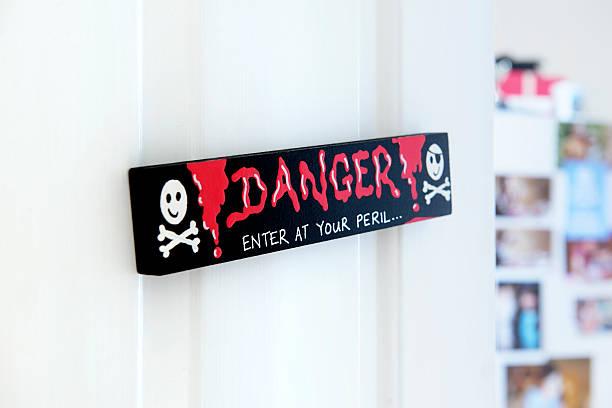 BEWARE TEENAGERS BEDROOM DOOR:スマホ壁紙(壁紙.com)