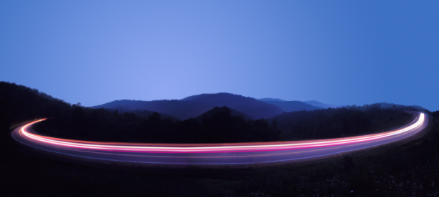 Light Trail「BLURRED CAR LIGHTS ON HIGHWAY AT NIGHT」:スマホ壁紙(7)