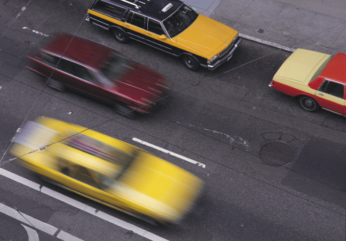 Motion「BLURRED TAXIS AND OTHER CARS MOVE ALONG A ROAD, NEW YORK」:スマホ壁紙(10)