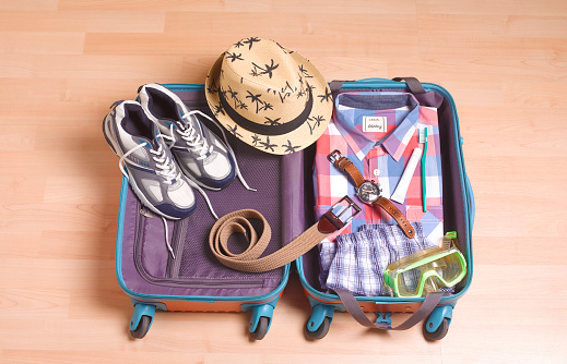 Leaving「MAN PACKING FOR VACATION」:スマホ壁紙(16)