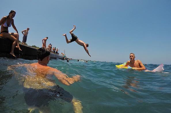 Beach「Sydneysiders Try To Keep Cool Ahead Of Australia Day Weekend Heatwave」:写真・画像(13)[壁紙.com]