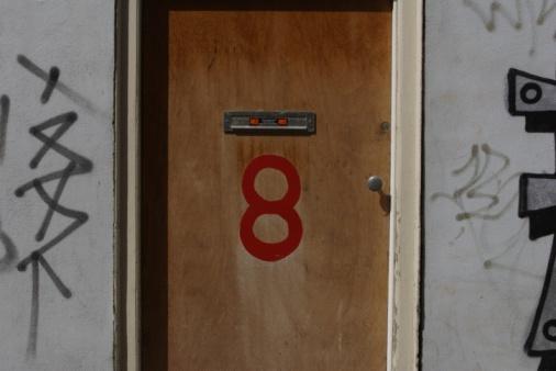 数字の8「24070519」:スマホ壁紙(11)