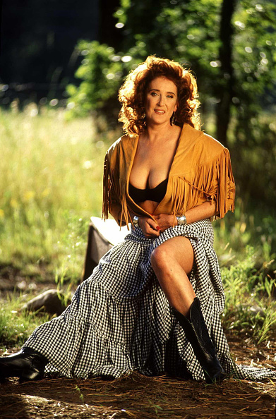Parent「1993.LAS VEGAS, NEW MEXICO. VIRGINIA GUYNES MOTHER OF DEMI MOORE IN A WOODS NEAR HER HOME」:写真・画像(3)[壁紙.com]