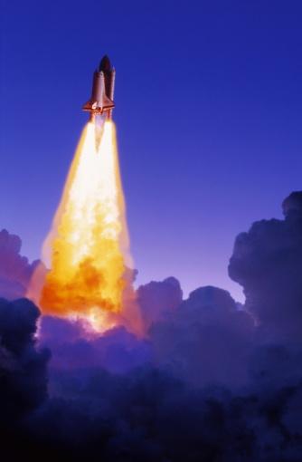 Space shuttle「SPACE SHUTTLE BLASTING THRU CLOUDS」:スマホ壁紙(5)