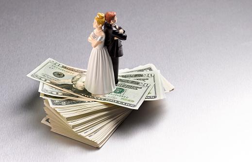 Women「DIVORCED ARGUING COUPLE ON DOLLARS」:スマホ壁紙(15)