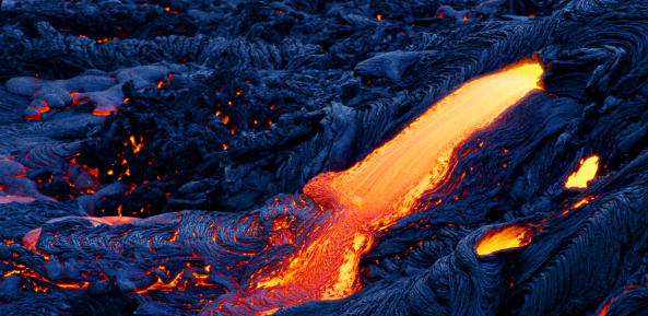 Lava「HOT MOLTEN LAVA RUNNING FROM ERUPTING VOLCANO / HAWAII, USA」:スマホ壁紙(14)