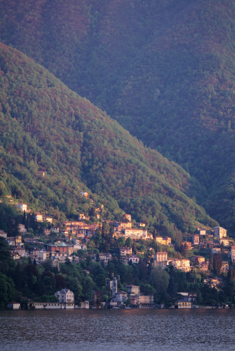 Vertical「LAKE COMO IN ITALY」:スマホ壁紙(10)