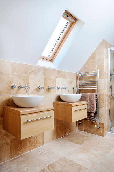 Tile「A MODERN BATHROOM WITH TWIN SINKS AND VELUX ROOF WINDOW」:写真・画像(9)[壁紙.com]