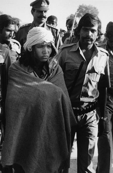 Surrendering「Bandit Queen Phoolan Devi」:写真・画像(10)[壁紙.com]