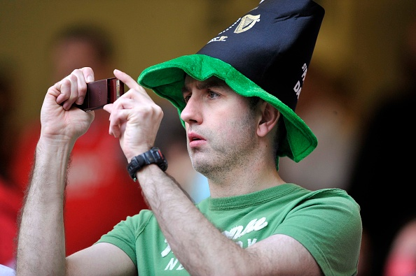 Patriotism「IRISH FAN TAKING PICTURES」:写真・画像(16)[壁紙.com]