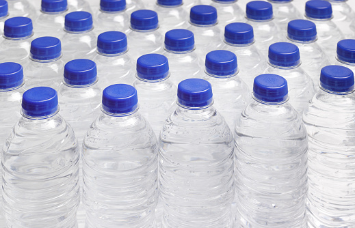 In A Row「PRODUCTION LINE OF DRINKING WATER BOTTLES」:スマホ壁紙(8)