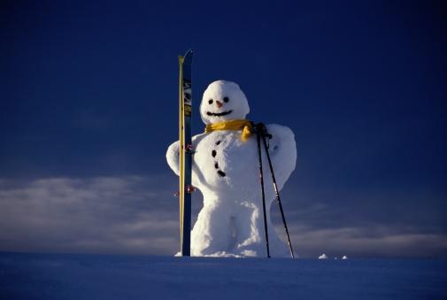 スキーストック「SNOWMAN HOLDING SKIS, COVARA, ITALY」:スマホ壁紙(16)