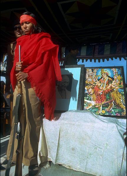 Surrendering「Bandit Queen Phoolan Devi Surrender」:写真・画像(8)[壁紙.com]
