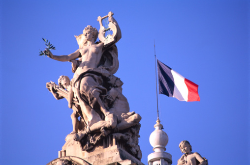 String Instrument「STATUE & FLAG IN PARIS」:スマホ壁紙(2)