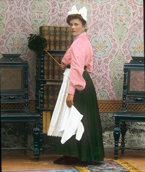 Domestic Staff「The palour maid. Hand-colored lantern slide. Around 1905 - 1910.」:写真・画像(13)[壁紙.com]