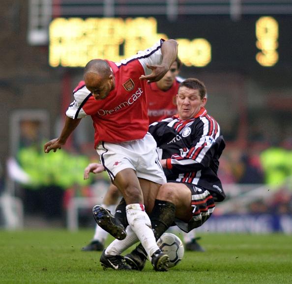 David Ashdown「Arsenal v Middlesbrough Premier League at Highbury 2001」:写真・画像(19)[壁紙.com]