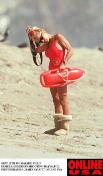 Event「SEPT 12TH 95 HOLLYWOOD CALIF PAMELA ANDERSON SHOOTING BAYWATCH. SHE WEARS HER WINTER BOOTS ON THE HO」:写真・画像(2)[壁紙.com]