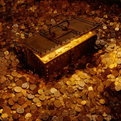金運「TREASURE CHEST SURROUNDED BY AND FULL OF COINS」:スマホ壁紙(8)