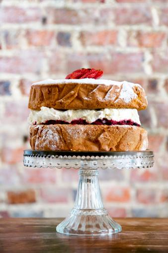 Brick Wall「TRADITIONAL VICTORIA SPONGE CAKE ON GLASS STAND」:スマホ壁紙(17)