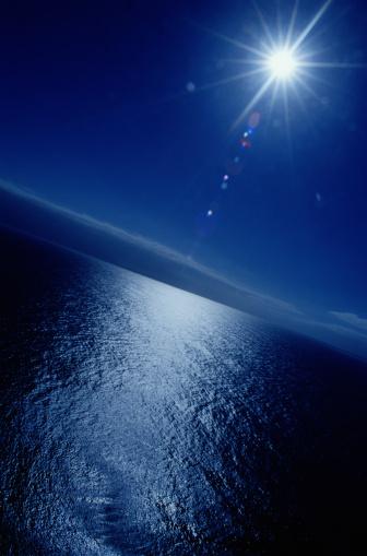 月の光「MOONLIGHT REFLECTED ON SURFACE OF OCEAN」:スマホ壁紙(1)