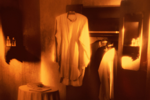 Yellow Dress「1940S ROOM, CLOTHES IN WARDROBE」:スマホ壁紙(15)