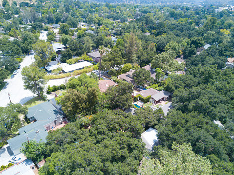 Angeles National Forest「HOUSES FROM A DRONE」:スマホ壁紙(10)