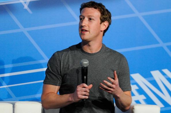 Founder「Mark Zuckerberg Attends Mobile World Congress」:写真・画像(12)[壁紙.com]